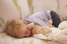 Owsica jest jedną z najczęściej występujących chorób pasożytniczych u małych dzieci. Wokół niej krąży wiele mitów