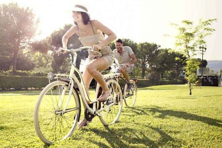 Polacy uwielbiają jeździć na rowerach