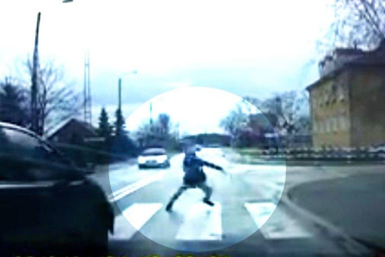 Szubin: dziecko w ostatniej chwili uciekło przed autem.