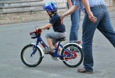 Dziecko na rowerze powinno pozostawać pod opieką dorosłego