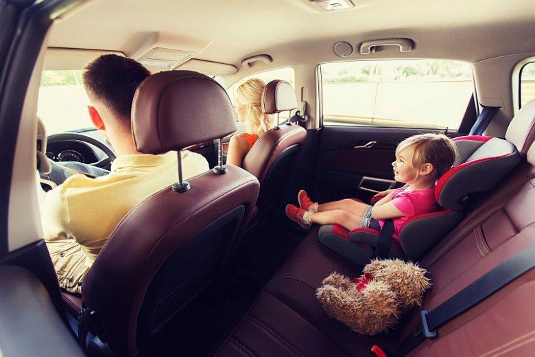 Aby fotelik samochodowy zapewniał dziecku bezpieczeństwo, musi być dobrany do wieku, wzrostu i wagi małego pasażera.