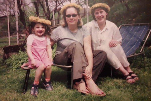 1 maja 2004, Ewa (po prawej) świętuje z siostrą i córeczką wejście do Unii Europejskiej