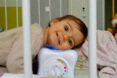 Mała Anielka czeka na przeszczep serca.