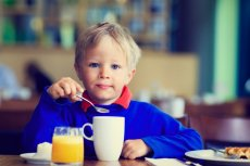 Wyprawa z dzieckiem do restauracji może być przyjemna. Wystarczy dobrze się do niej przygotować.