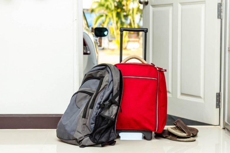 Wakacyjne OC to polisa, która zapewni pokrycie szkód niechcący spowodowanych przez nas na wyjeździe. Oto 7 scenariuszy, w których takie ubezpieczenie odpowiedzialności cywilnej wybawi turystę z opresji