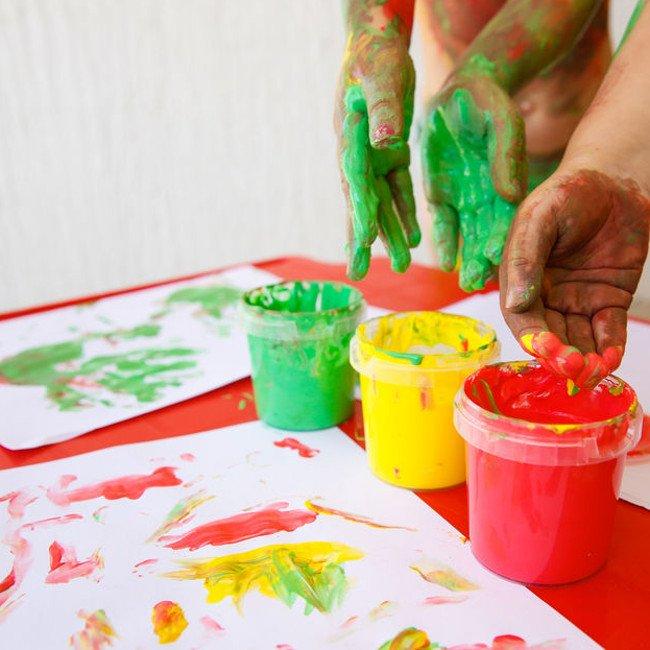 Jaką funkcję spełniają zabawy sensoryczne?