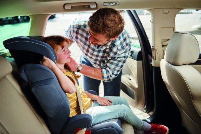 """Fotelik samochodowy to jeden z najważniejszych elementów wyprawki. Część rodziców ma jednak kłopot z jego wyborem i wykorzystaniem w aucie. To z myślą o nich powstała kampania """"Superfotelik''"""