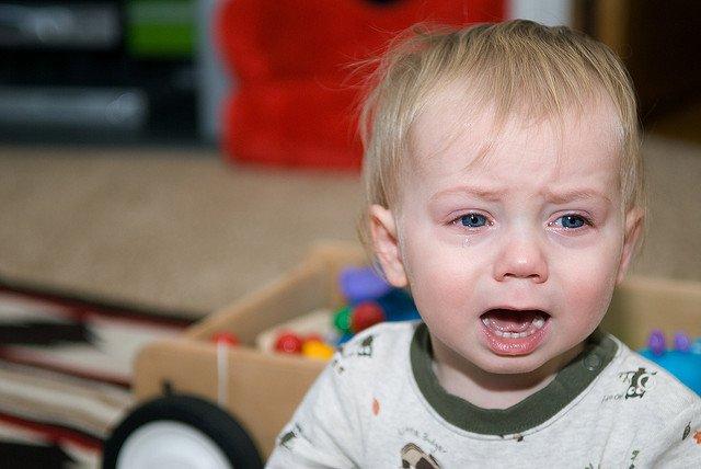 Potrząsanie dzieckiem to forma przemocy fizycznej