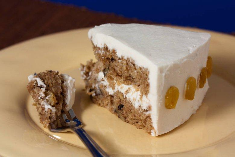 To wegański tort zrobiony z pasternaku. Zdrowa alternatywa dla osób, które uważają na cukry proste