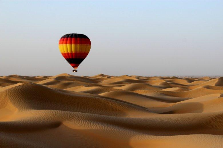 Wzniesiony na pustyni Dubaj słynie z wysokich temperatur