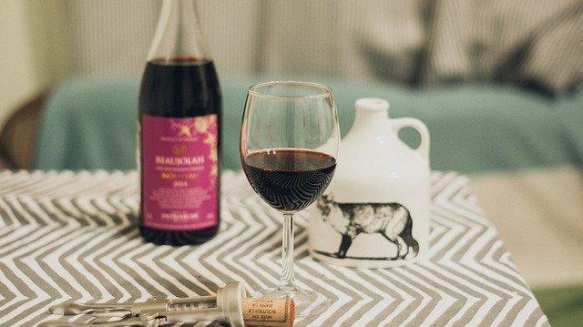 Fot. Pixabay/[url=http://pixabay.com/pl/wino-beaujolais-nouveau-szk%C5%82o-624307/]roksen_andre [/url] / [url=http://bit.ly/CC0-PD]CC0 Public Domain[/url]