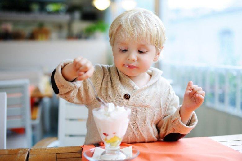Ksylitol, a może stewia? Czym zastąpić cukier w diecie dziecka.