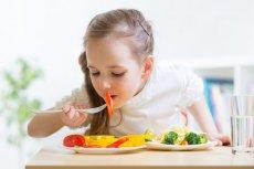 """W książkach """"Szybkie przekąski. 3 składniki/15 minut"""" i """"Ugotuj mi mamo"""" znajdziemy przepisy na szybkie, łatwe do wykonania i smaczne dania dla dzieci"""