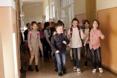 Mama 7-latka chce zakazu słodyczy w szkołach, bo... jej synowi przykro