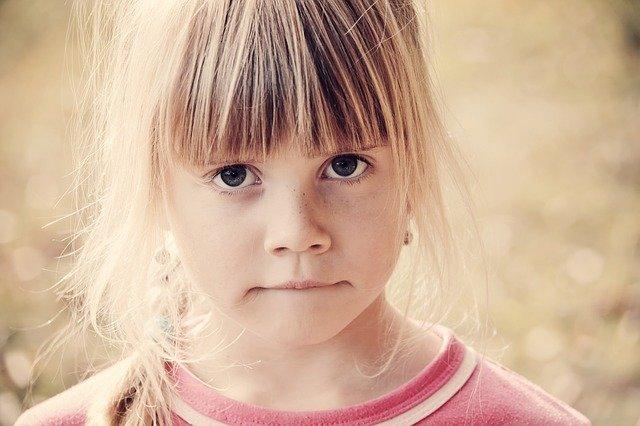 Fot. Pixabay/[url=https://pixabay.com/pl/dziecko-dziewczyna-blond-twarz-646372/]Pezibear[/url] / [url=  http://pixabay.com/pl/service/terms/#download_terms]CC O[/url]