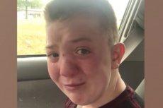 Prześladowany chłopiec nagrywa poruszający film.