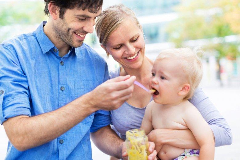 Rozszerzanie diety to okres, kiedy rodzice zadają sobie wiele pytań, z jakimi pokarmami na dobry początek oswoić malucha