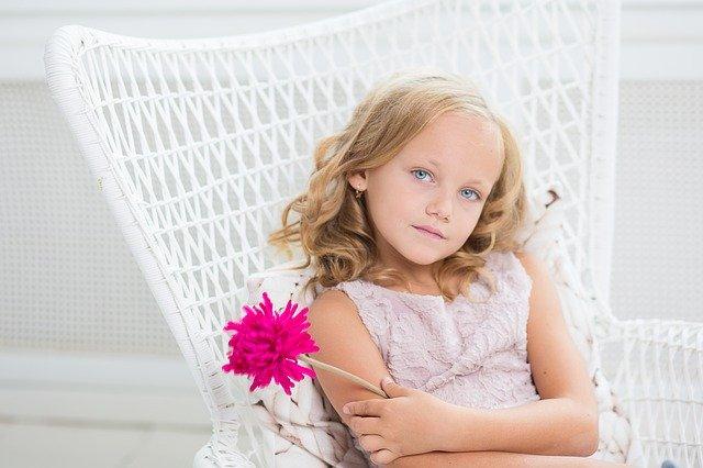 Fot. Pixabay / [url=https://pixabay.com/en/girl-young-blue-eyes-eyes-look-510446/]Gilmanshin[/url] / [url=https://pixabay.com/en/service/terms/#usage]CC0 Public Domain[/url]